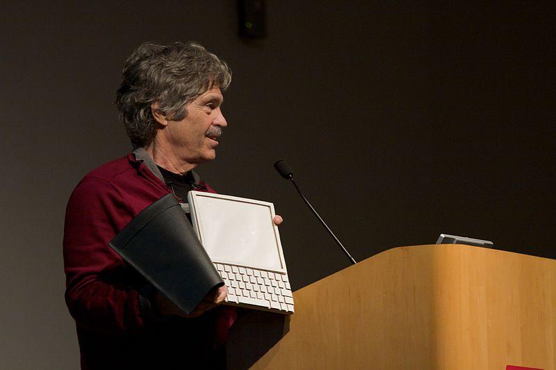 Alan Kay ilk tablet pc prototipini tanıtırken DYNABOOK