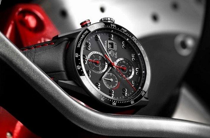 Tag Heuer akıllı saat bu geleneksel Carrera 1887 model gibi görünebilir.